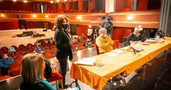 Zenés darabot próbálnak, és a színészi hivatáshoz kedvet érző fiatalokat várnak Békéscsabán